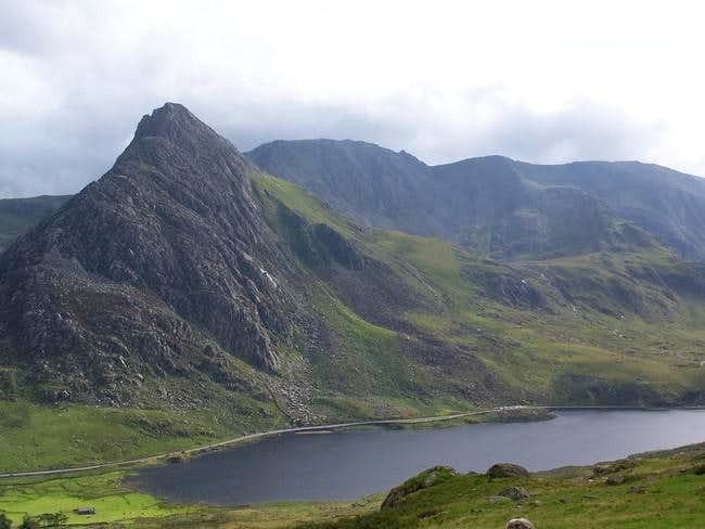 Tryfan's north ridge and Llyn...