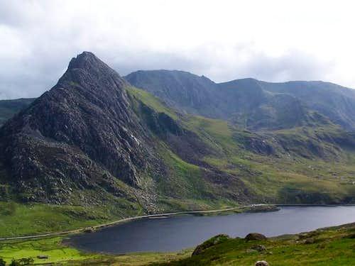 Tryfan's north ridge and Llyn...
