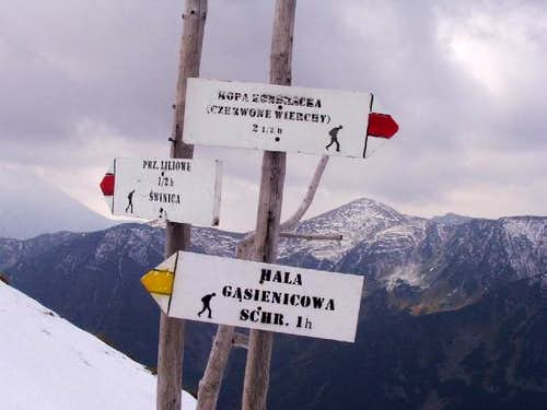 Trail Marker on the slope of Kasprowy Wierch