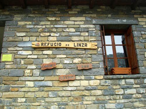 Entrance of the Refugio de Linza
