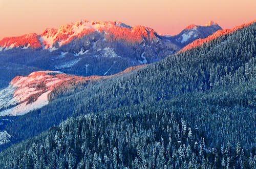Alpenglow on Illabot Peaks