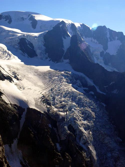 From Aiguilles des Luisettes to Valsorey\'s Glacier