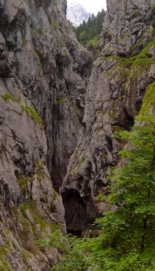 Approaching the entrance to the Höllental canyon