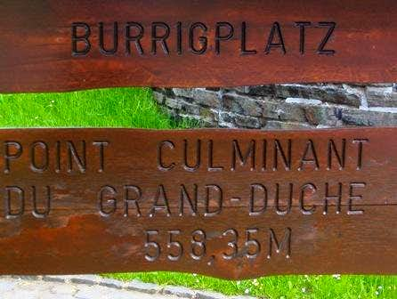 Wrong sign: Burgplaatz is <i>not</i> the true HP of Luxembourg!