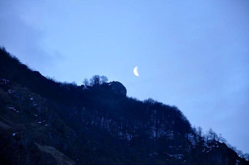 Stogovo: Moon rising