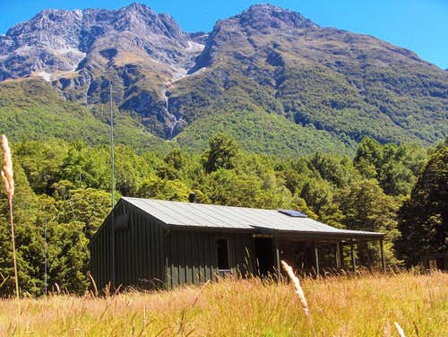 Upper Caples hut against the backdrop of the Ailsa Mountains