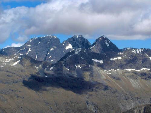 Flat Top Peak (2282m), Pyramid Peak (2295m) and Ngatimamoe Peak (2164m)