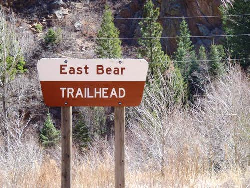 Clearly marked trailhead