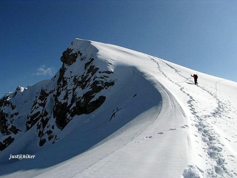 Below the Crveni Kuk (1.733m) summit