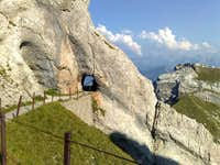 Trail between Tomlishorn (2128m, the highest peak of the