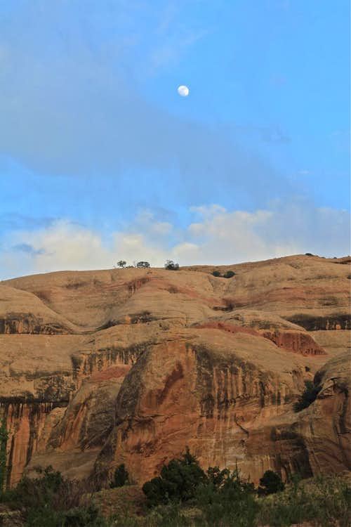 moonrise in Lavender Canyon