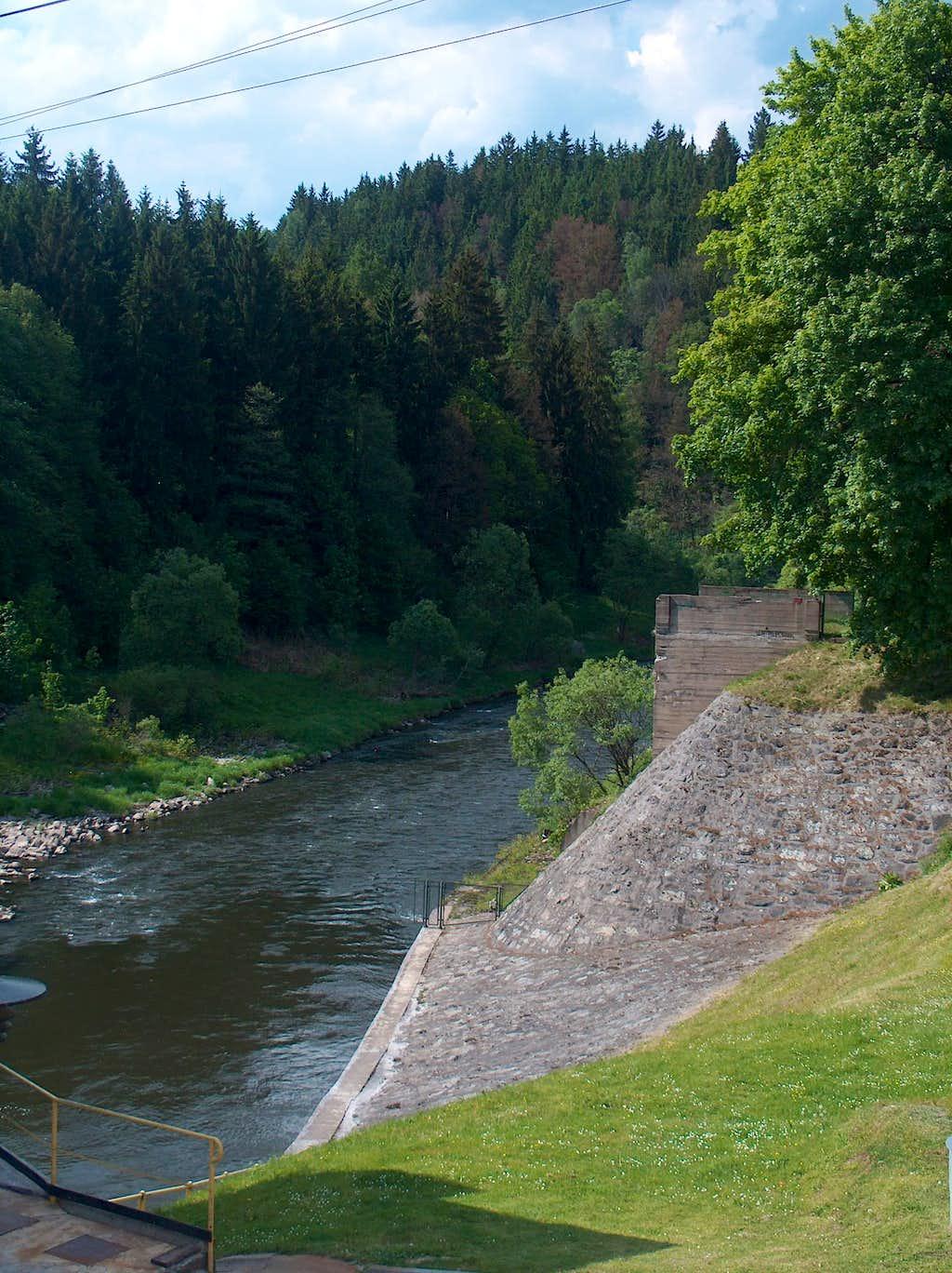 Near Stanek, below the dam