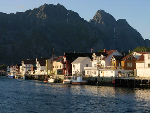 Midnight sun at Henningsvaer