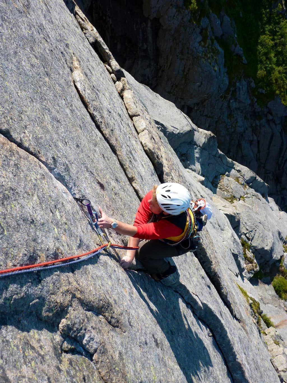 Thin cracks on Vestpillaren, Presten (Lofoten)
