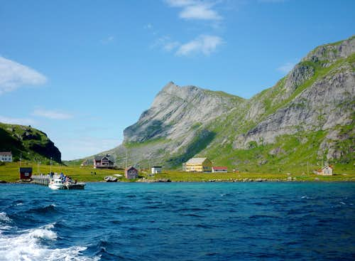 Helvetestinden South side from Vindstad