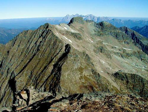 Reaching the NW ridge. Behind...