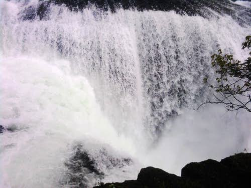 Lower Falls: Left Side