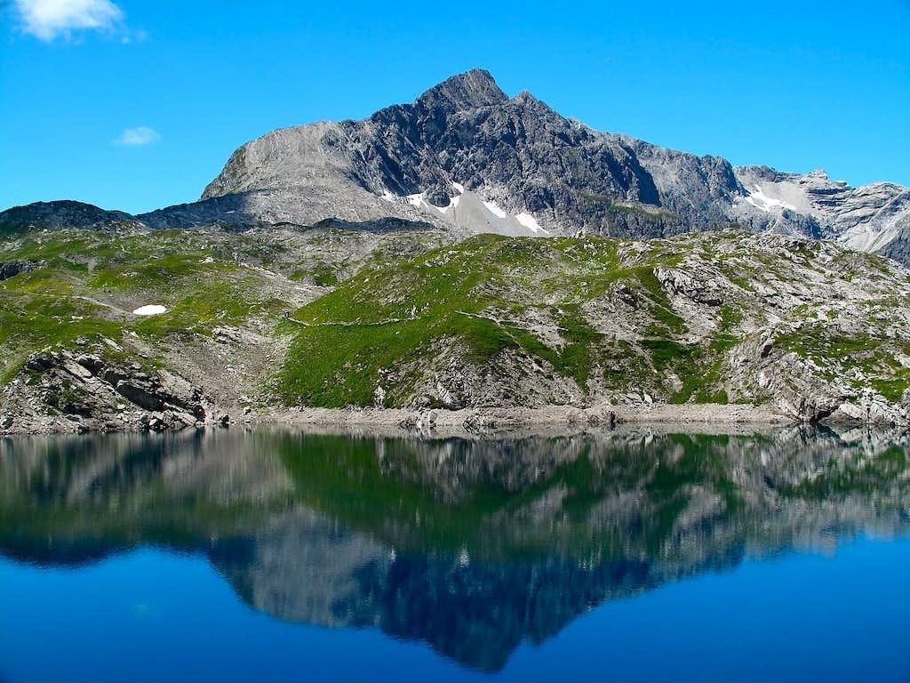 The Butzenspitze (2547m) reflecting itself in the Butzensee lake (2124m)