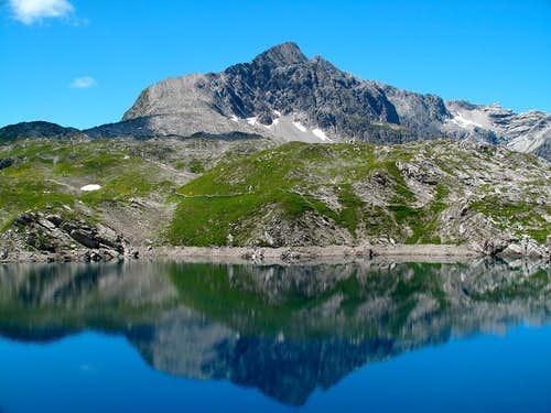 The Butzenspitze (2547m) reflecting itself in the Butzensee lake (2124m)