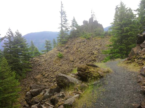 Trail before Scamble up Little Beacon Rock