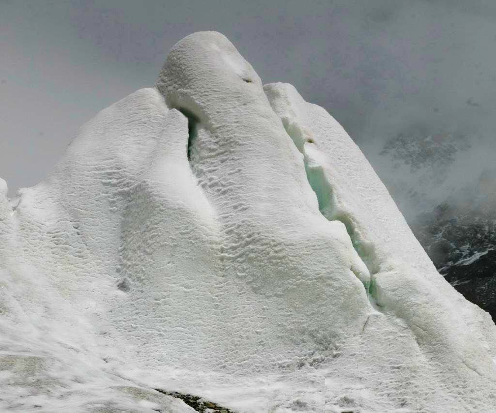 Snow formation like fingers