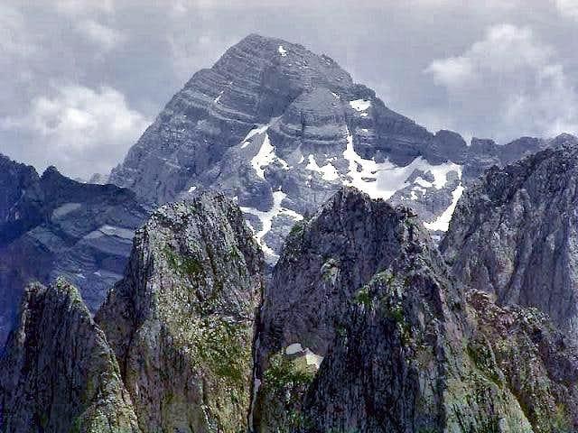 Maja Jezerce (broad peak in...