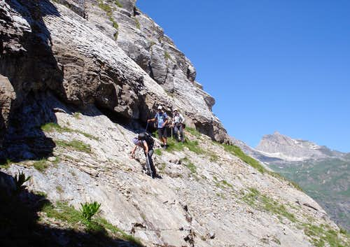 Kabash: First ascent - Crossing slippery scree