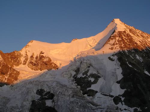 Evening alpenglow on Wellenkuppe (3903m) and Obergabelhorn (4063m)