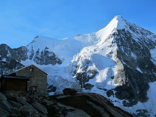 The Grand Mountet hut with Wellenkuppe (3903m) and Obergabelhorn (4063m) towering above