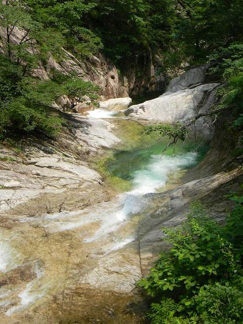 Pools and Cascades in the Cheonbuldong Valley