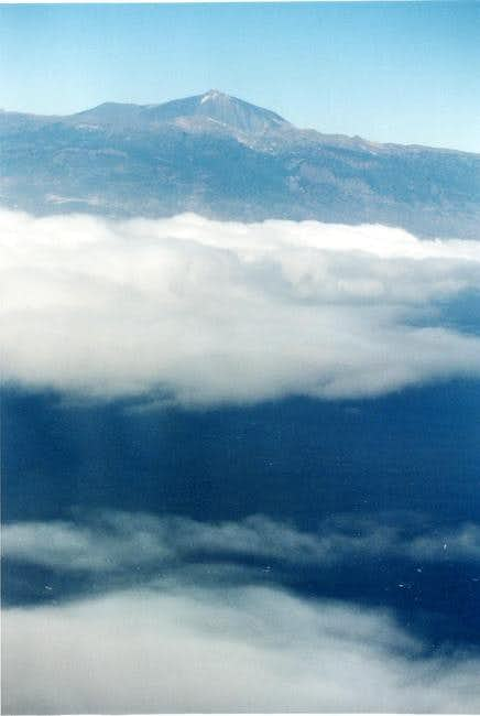 The Teide, clouds and the sea...