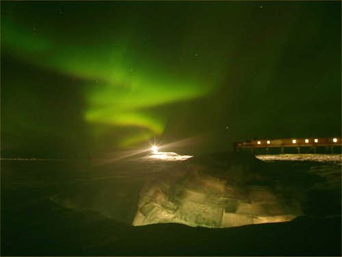Igloo and Aurora Australis