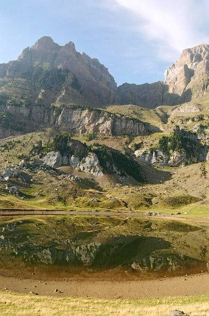 Corona del Mallo and lake....