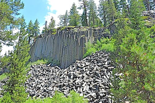 Devil\'s Postpile and the base