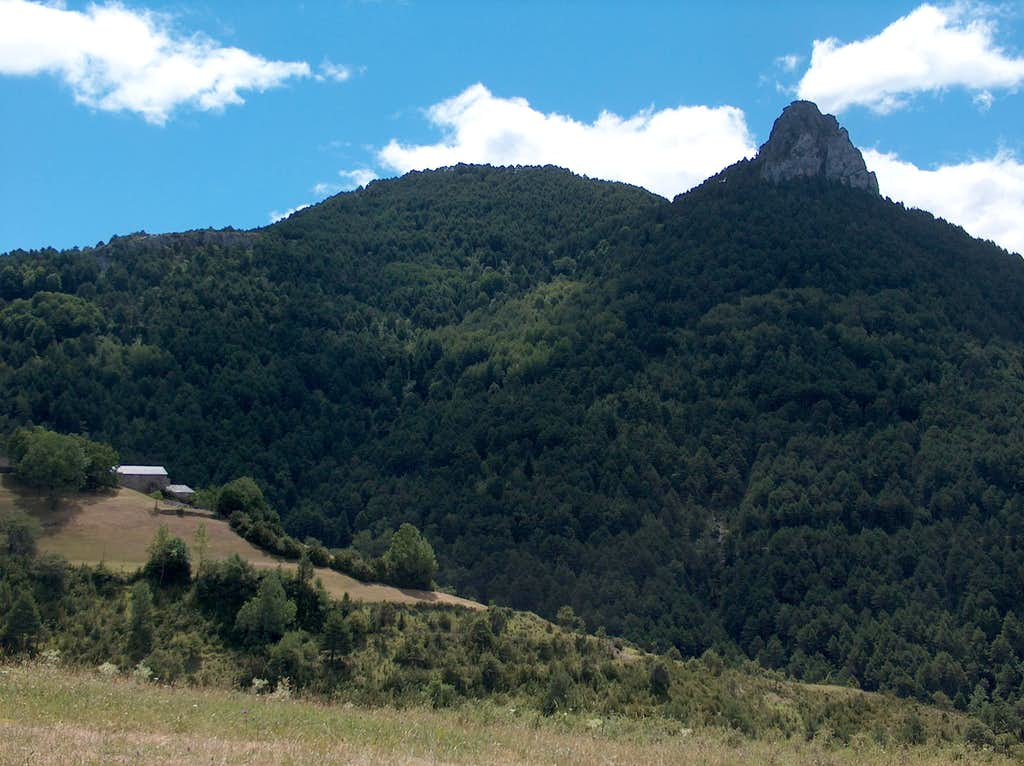 Punton de las Brujas (Piton of the Witches) near Tella seen from below