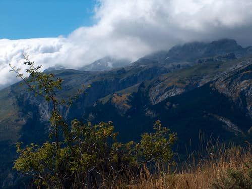 Strong foehn effect over Monte Perdido