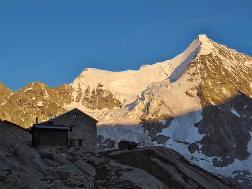 Arrival at the Grand Mountet hut at 9:00 in the evening