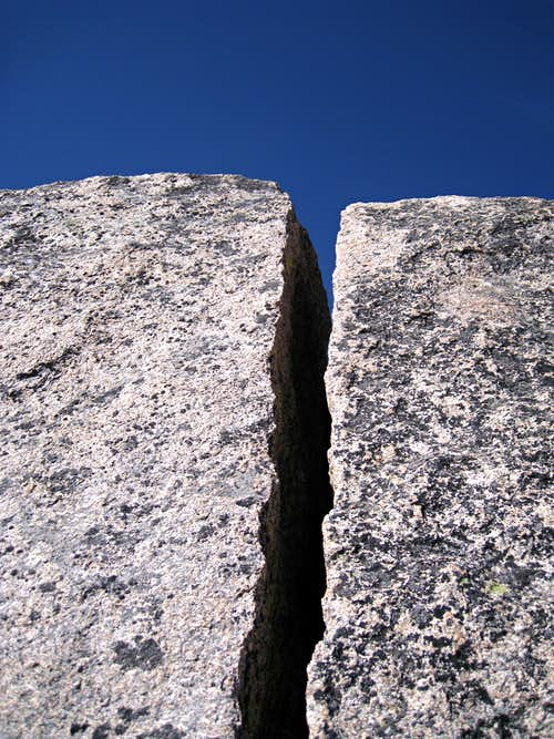 Off-widht crack leading to the summit of the Second Tower