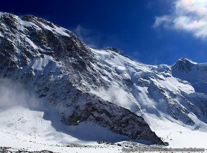 Peak Delone on the left and Akkem Face of Belukha