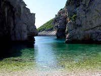 sea passage to beach Stiniva 1
