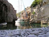 sea passage to beach Stiniva 2