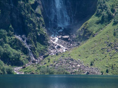 Waterfall of the Lac d'Ôo