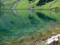 The clear blue waters of Lac d\'Ôo