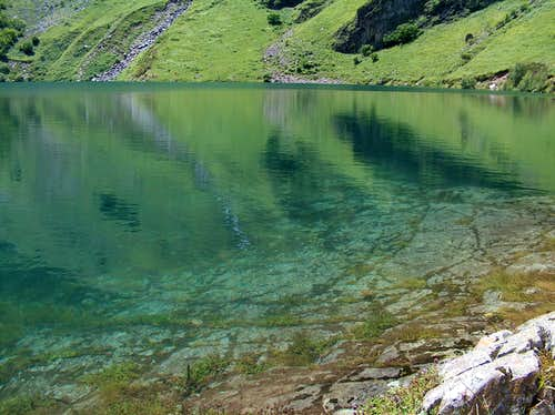 The clear blue waters of Lac d'Ôo