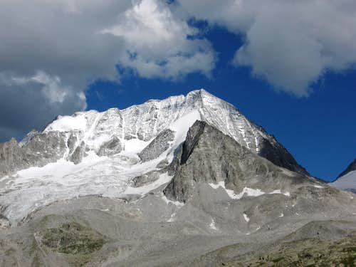 Collalto (Hochgall) NW Face after a light summer snow-fall