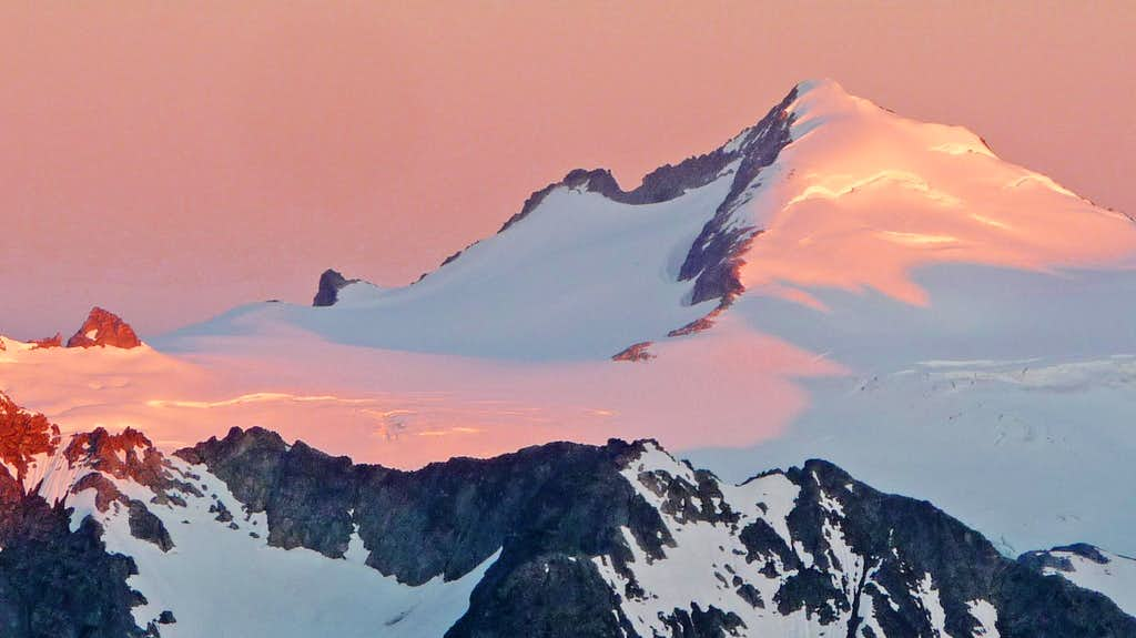 Sunrise on Eldorado Peak