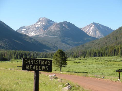 Ostler and Spread Eagle Peaks from Christmas Meadows