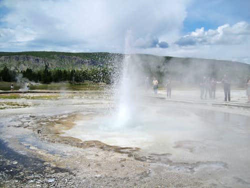 Sawmill Geyser in Yellowstone