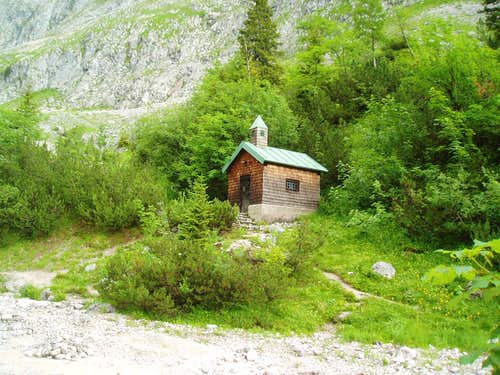 The chapel at Höllentalhütte