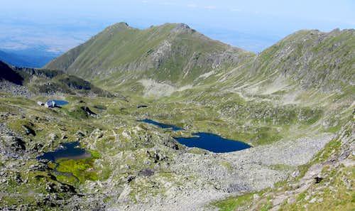 Podragu hut and the lakes